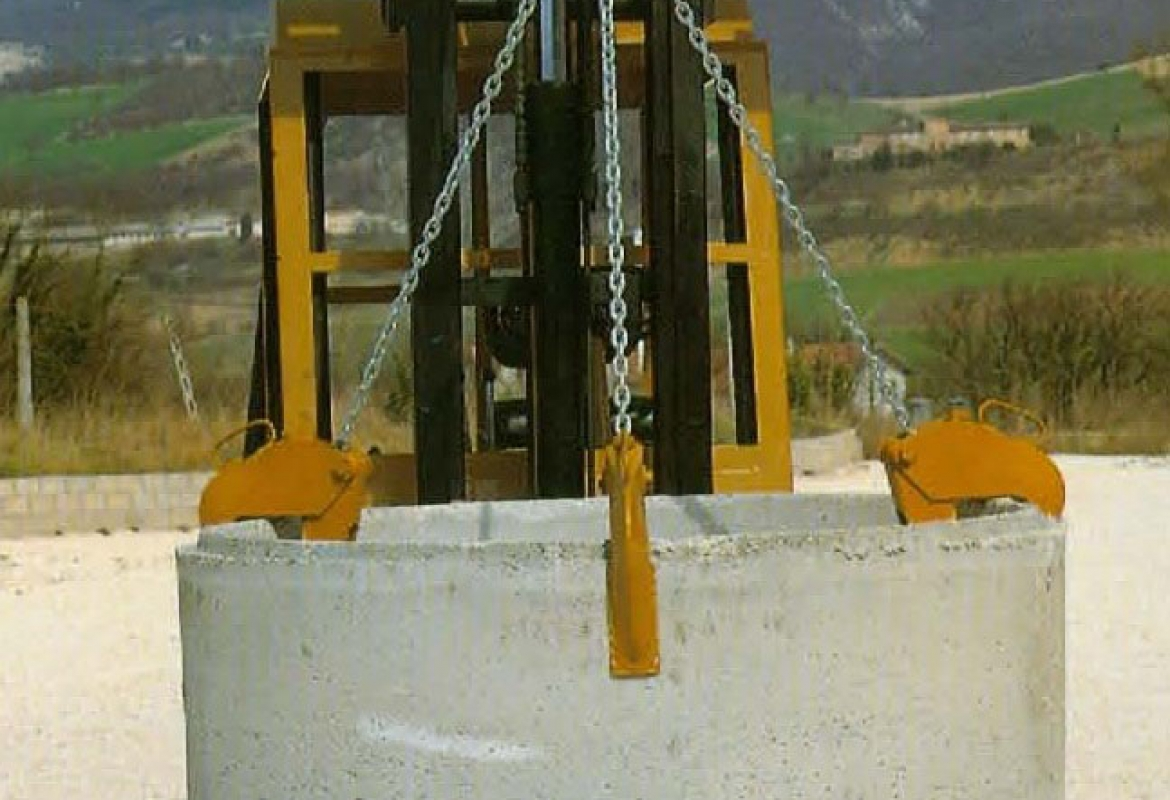 Clamp for pipes and pits.